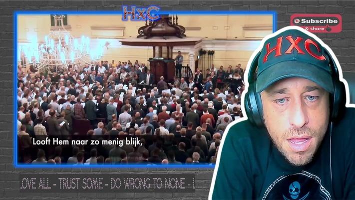"""Amerikaanse YouTuber kijkt vol verbazing naar mannenzang Katwijk: """"Zoiets heb ik nog nooit gehoord!"""""""