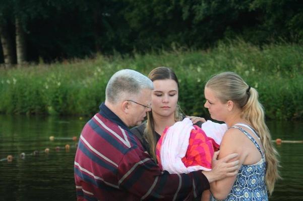 Bijbelgelovigen in Musselkanaal   ''Diezelfde dag was ik gedoopt''