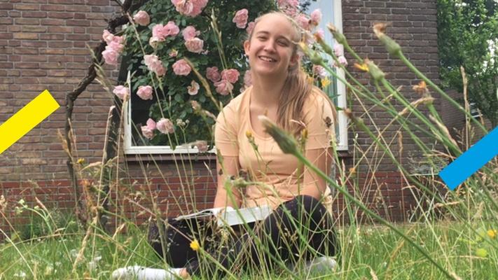 """Jente (15) deelt haar favoriete bijbeltekst: """"Laat niemand neerkijken op je jonge leeftijd"""""""